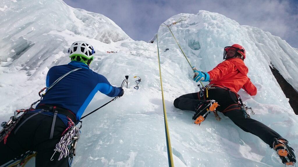 Un'arrampicata in montagna a impatto zero