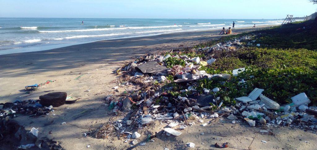 Gocce di civiltà in un mare di plastica: il documentario di Ispra per proteggere i nostri mari